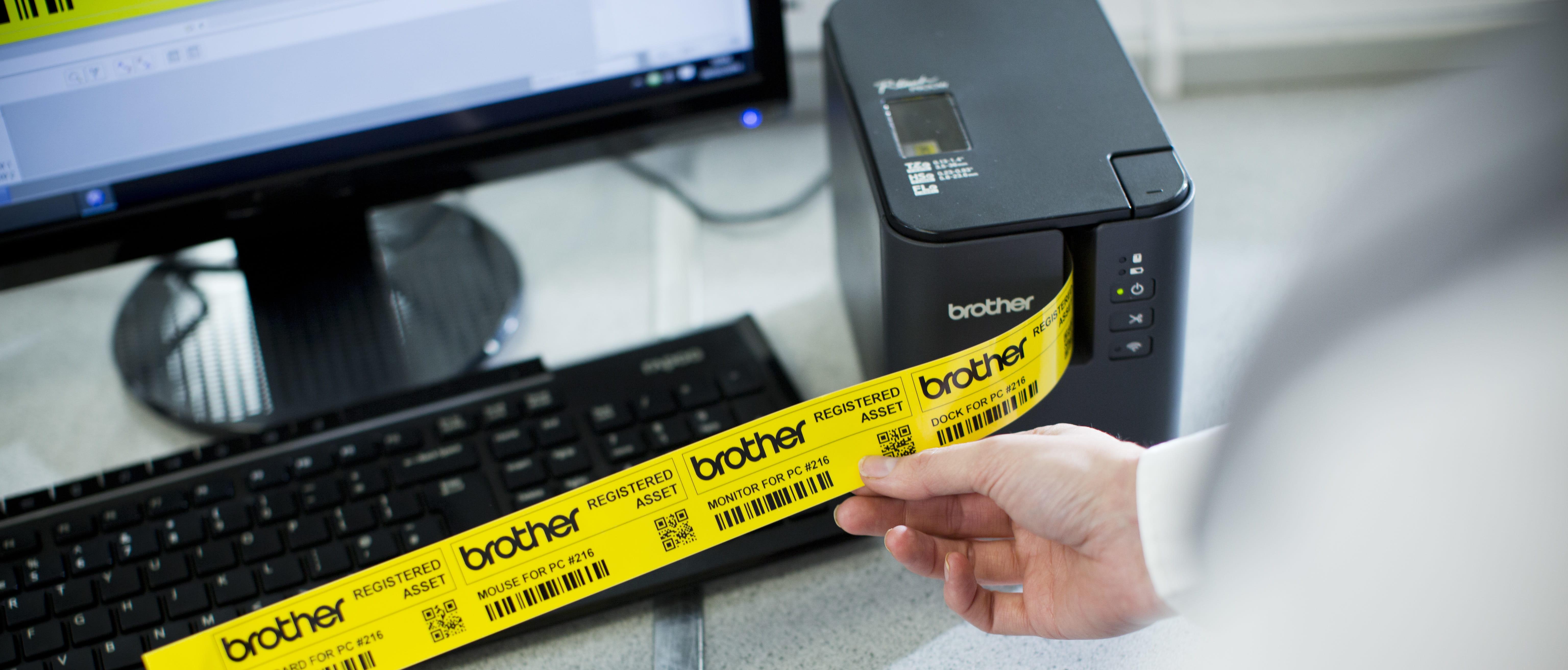 Етикетен принтер P-touch P900W печата жълта специализирана лента