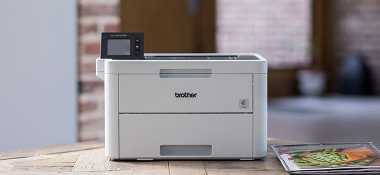 Цветен лазерен принтер HL-L3270CDW  върху дървена маса