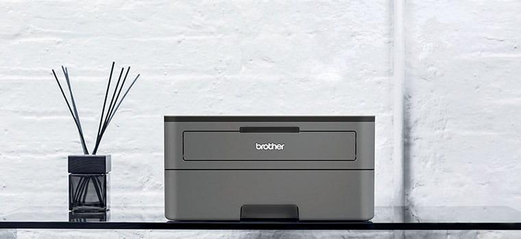 Тъмно сив монохромен лазерен принтер HL-2352DW на стъклена маса