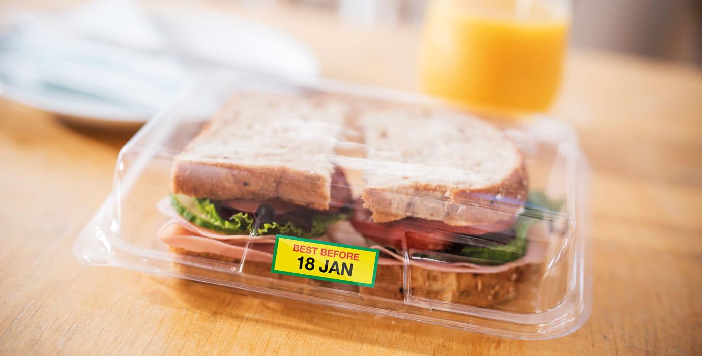 Пълноцветен етикет от Brother VC-500W, използван върху опаковка за сандвичи
