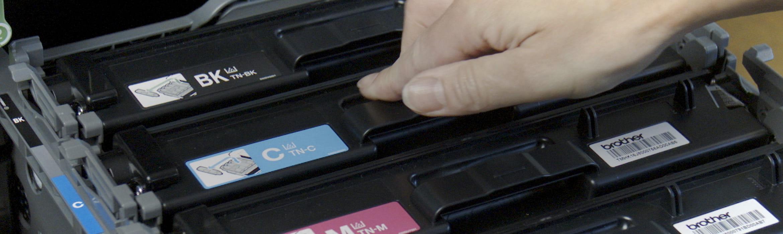 Принтер, отворен за подмяна на тонер касета