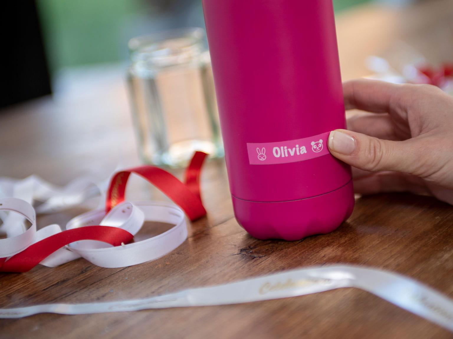 Brother Розов етикет на розова бутилка с цветни панделки