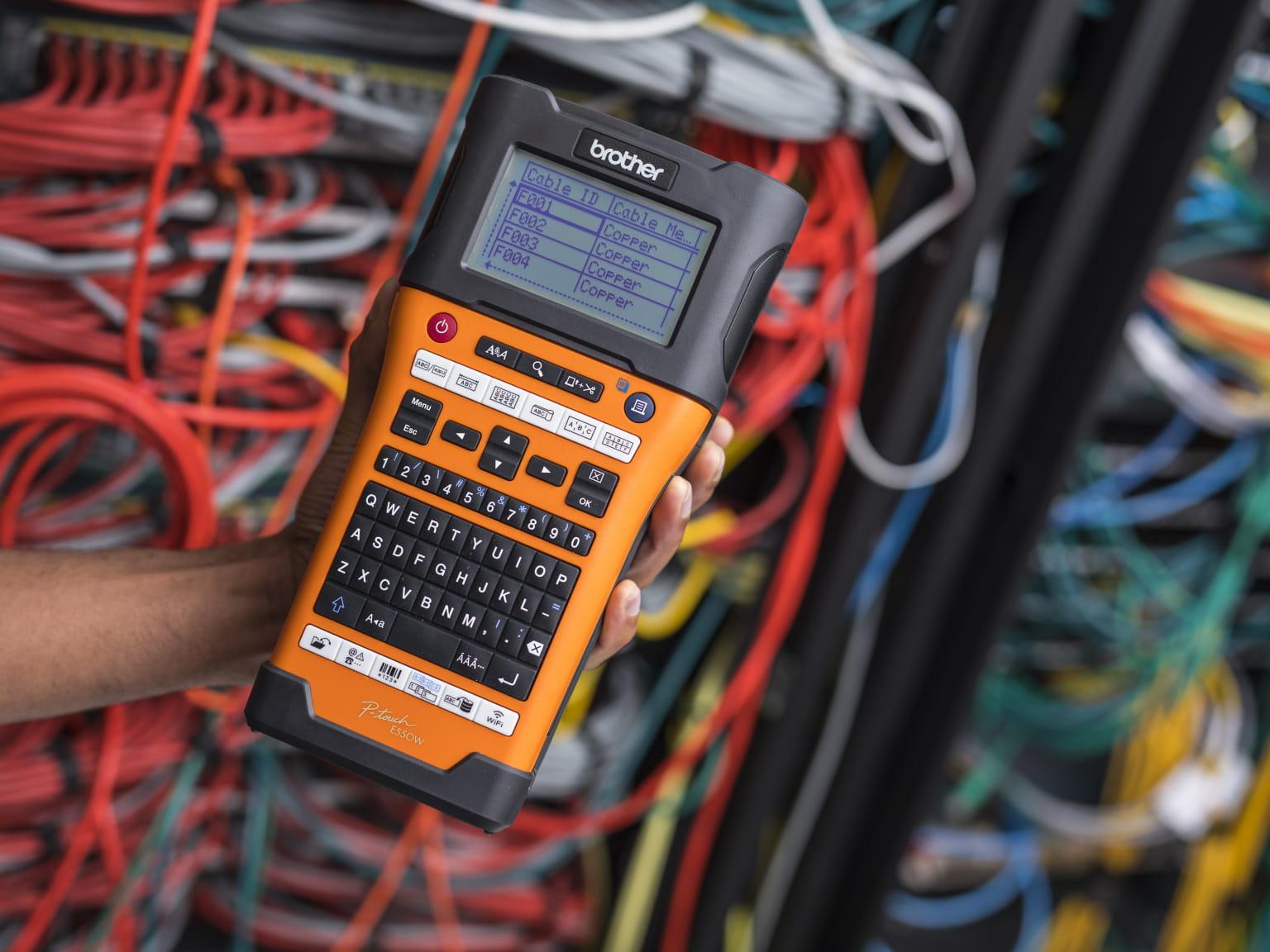 PT-E550W - преносим етикетен принтер за електротехници