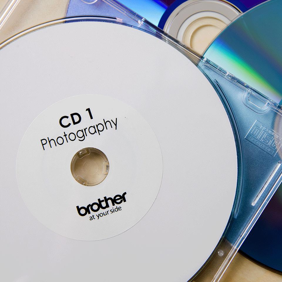 Оригинална лента с етикети Brother DK-11207 за маркиране на CD/DVD, диаметър 58mm 2